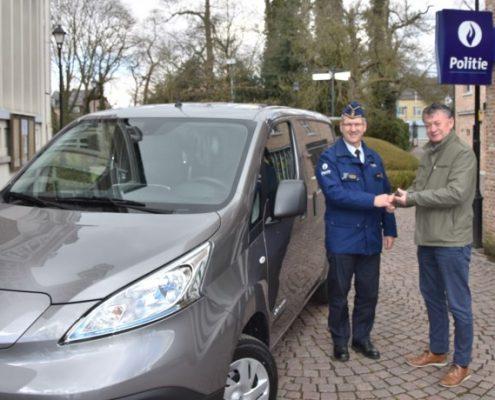 """Elektrische auto voor politie Hekla: """"Belangrijke stap naar groener wagenpark"""""""